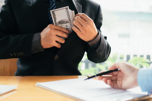 Concetti di corruzione e corruzione. Foto Premium