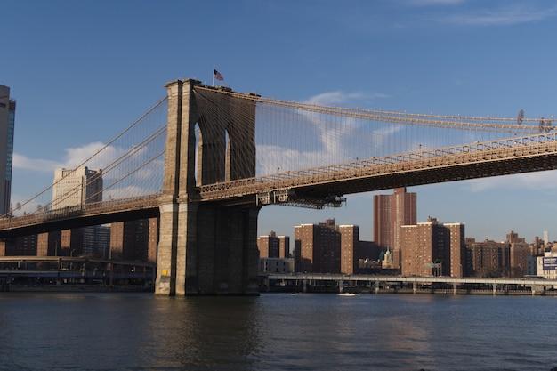 Ponte di brooklyn al tramonto, new york Foto Premium