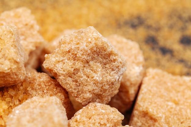 Zollette di zucchero di canna marrone Foto Premium