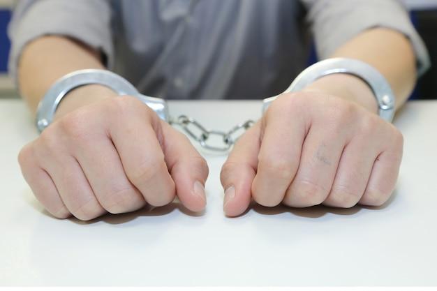 Uomo d'affari arrestato con le manette Foto Premium