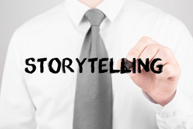 Imprenditore la scrittura di parola storytelling con pennarello, concetto di affari Foto Premium