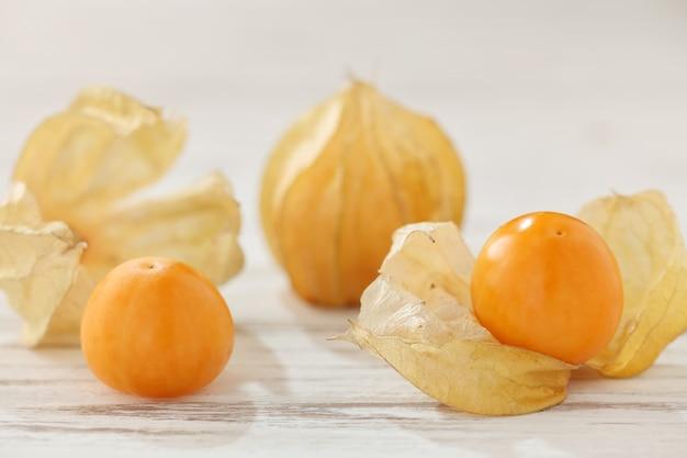 Cape gooseberry physalis frutta ciliegia macinata cibo biologico vegetabl Foto Premium