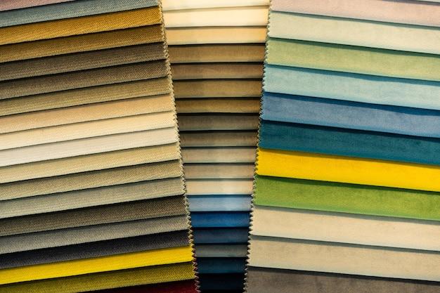 Catalogo di campioni di tessuto multicolore Foto Premium