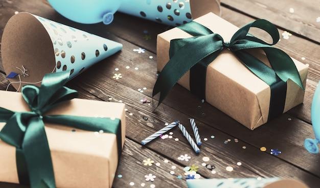 Concetto di celebrazione con scatola festiva con fiocco Foto Premium