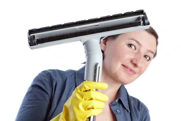 Donna allegra, casalinga di mezza età si prepara per la pulizia della casa. Foto Premium