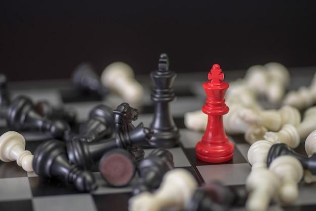 Concetto di affari di scacchi, leader e successo Foto Premium