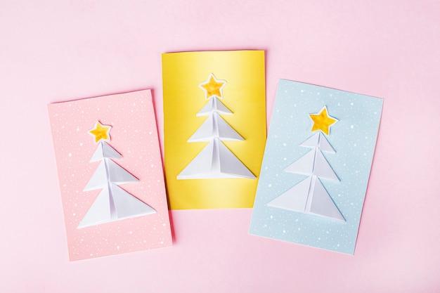 Cartoline di natale con alberi di natale Foto Premium