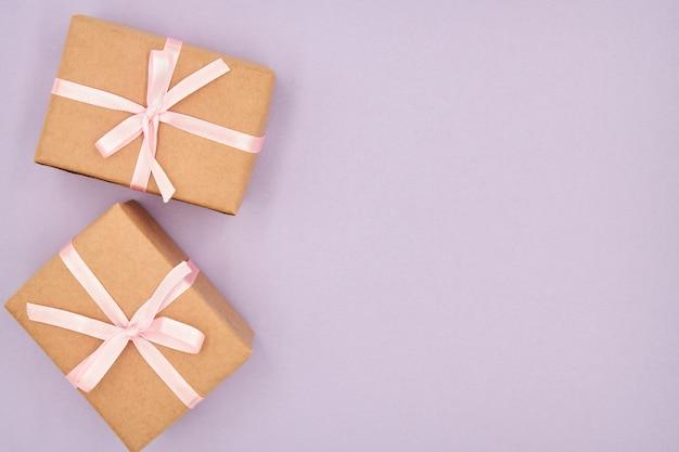 Contenitori di regalo di natale o capodanno con lo spazio della copia Foto Premium