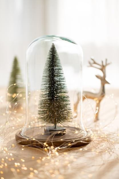 Addobbi natalizi sul tavolo Foto Premium