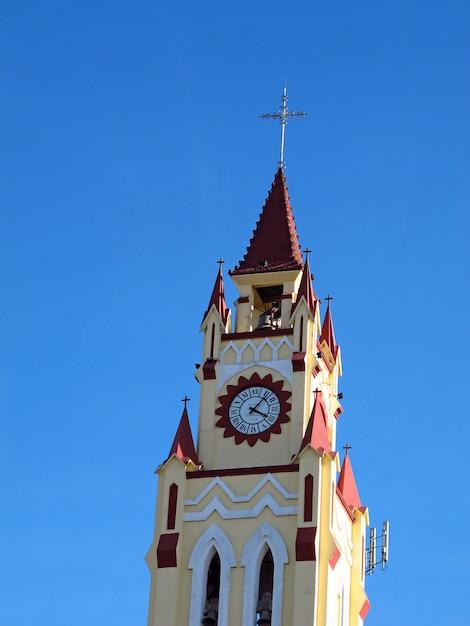 La chiesa di iquitos sul rio delle amazzoni, in perù Foto Premium