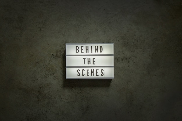 La scatola luminosa cinematografica in un film di tonalità scura. Foto Premium