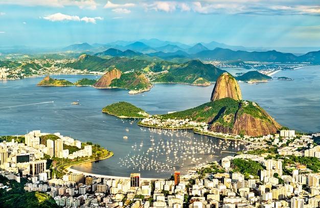 Paesaggio urbano di rio de janeiro dal corcovado in brasile Foto Premium
