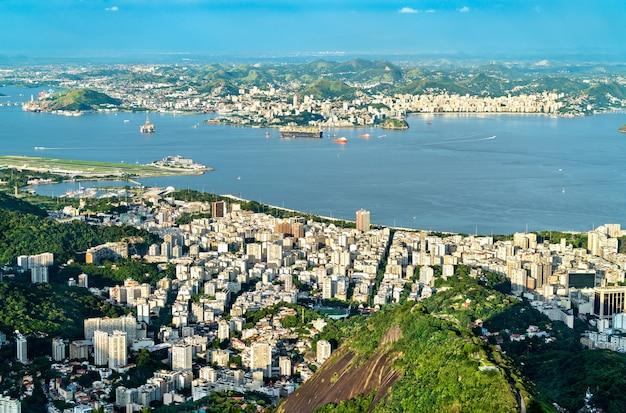 Paesaggio urbano di rio de janeiro e niteroi dal corcovado in brasile Foto Premium