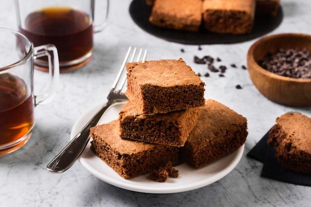 Brownies deliziosi del primo piano pronti per essere servito Foto Premium