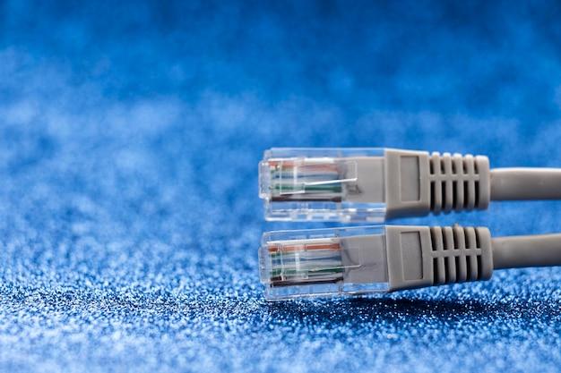 Close-up di cavi ethernet con copia spazio Foto Premium