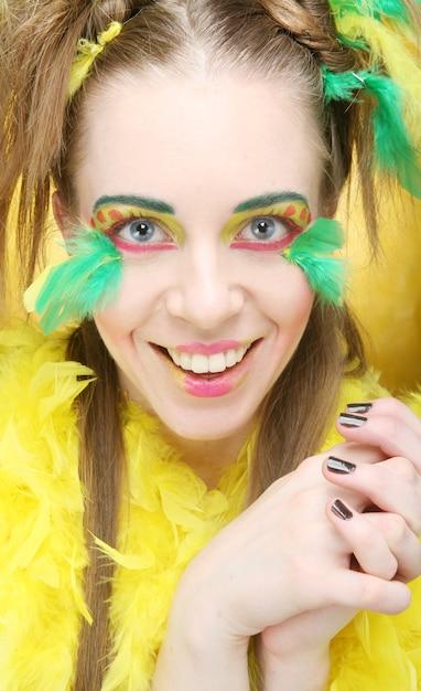 Primo piano di un volto di una ragazza con volto creativo Foto Premium