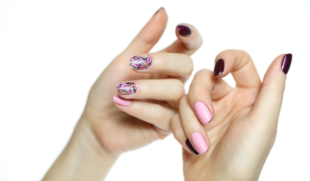 Primo piano sulle mani femminili curate isolate Foto Premium