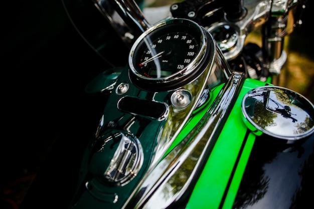Primo piano verde moto patrts Foto Premium