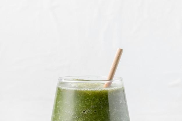 Close-up frullato di vetro verde Foto Premium