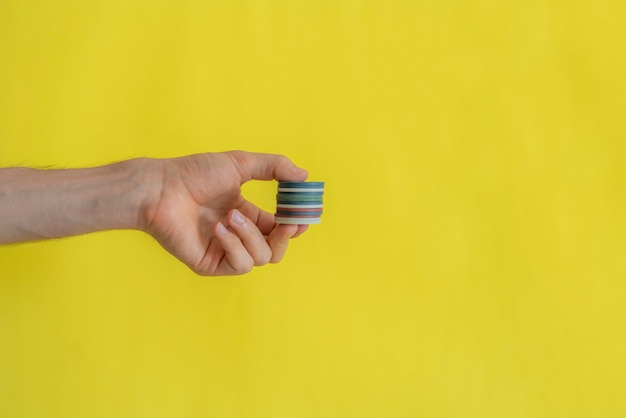 A close up hands holding casino chips, gamble concept, win or loose, copy space design, simple concept Foto Premium