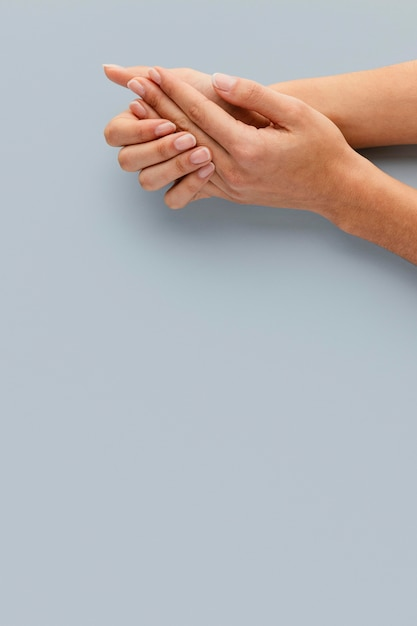 Mani del primo piano con belle unghie Foto Premium