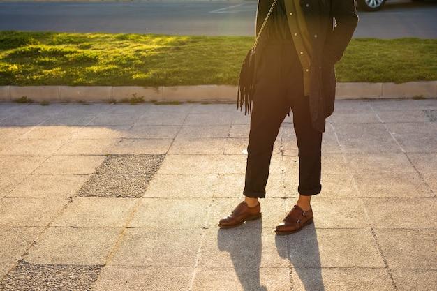 Chiuda in su dei mocassini nel parco Foto Premium