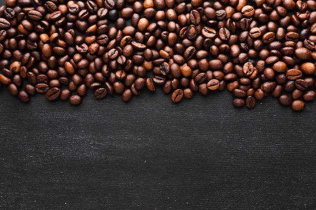 Chicchi di caffè arrostiti primo piano Foto Premium