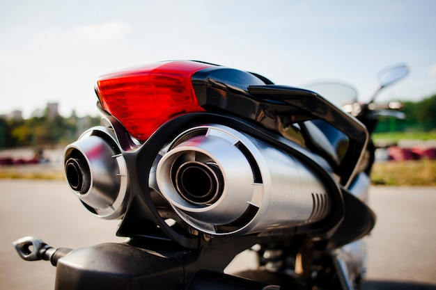 Chiuda sul colpo della parte posteriore della motocicletta Foto Premium