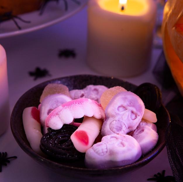 Vista ravvicinata di deliziosi biscotti di halloween Foto Premium