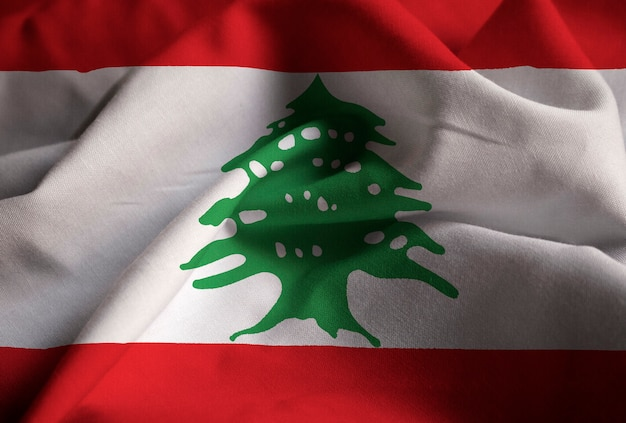 Primo piano della bandiera increspata del libano, bandiera del libano che soffia in vento Foto Premium