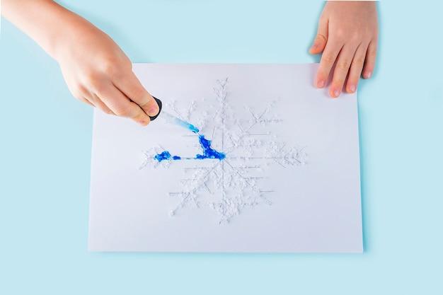 Concetto di pipetta fai da te e creatività per bambini. Foto Premium
