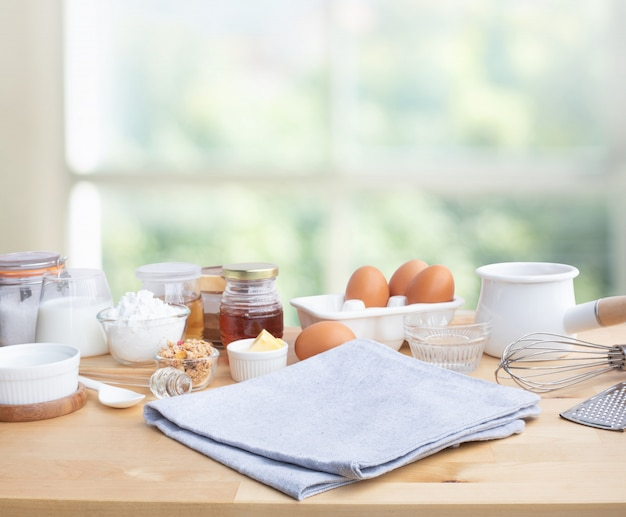 Cucinare cibo per la colazione o prodotti da forno con ingrediente e copia spazio Foto Premium