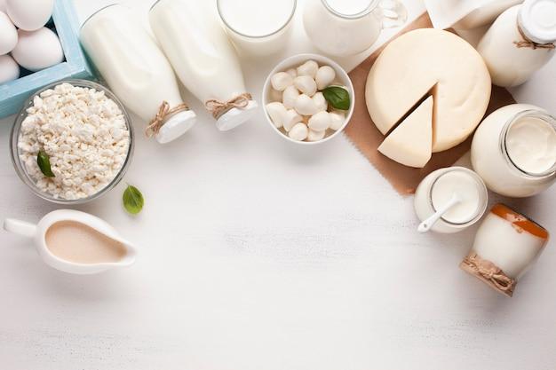Copia spazio e prodotti lattiero-caseari Foto Premium