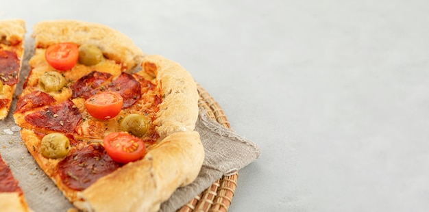 Copia-spazio fetta di pizza Foto Premium