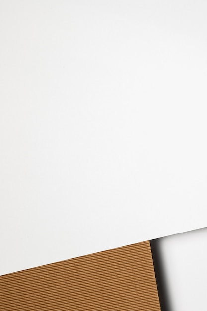 Copia spazio carta bianca e marrone Foto Premium