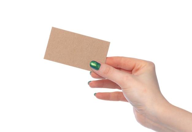 Carta di carta artigianale in mano femminile isolato su sfondo bianco Foto Premium