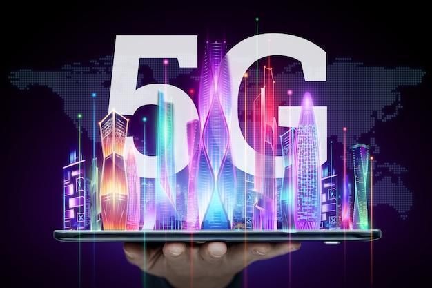 Sfondo creativo, 5g smartphone e ologramma smart city, concetto di tecnologia di trasmissione di big data, rete 5g, internet mobile ad alta velocità. tecnica mista. Foto Premium