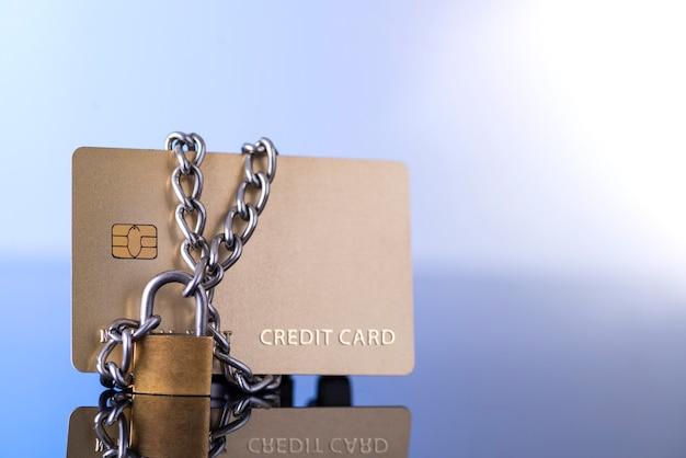 Sicurezza della carta di credito, trading sicuro. Foto Premium