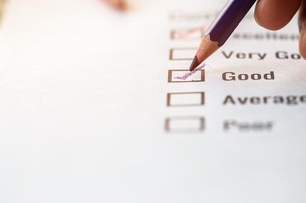 Modulo eccellente del sondaggio della lista di controllo del cliente per il voto di soddisfazione del feedback sul documento dei moduli di domanda Foto Premium