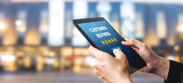 Concetto di sondaggio feedback feedback soddisfazione cliente. Foto Premium