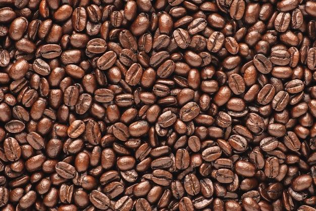 Fondo scuro dei chicchi di caffè arrosto, vista superiore Foto Premium