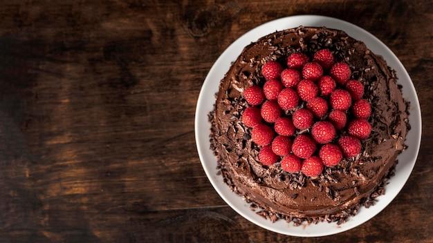 Deliziosa torta al cioccolato con copia spazio Foto Premium