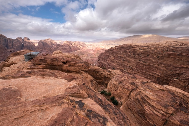 Montagne deserte in giordania nell'antica città di petra Foto Premium