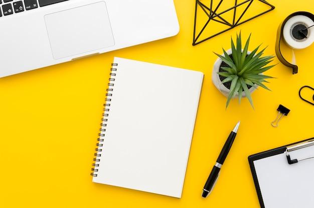 Ufficio scrivania Foto Premium
