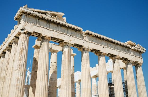 Dettaglio delle colonne nel famoso tempio del partenone nell'acropoli, atene, grecia. Foto Premium