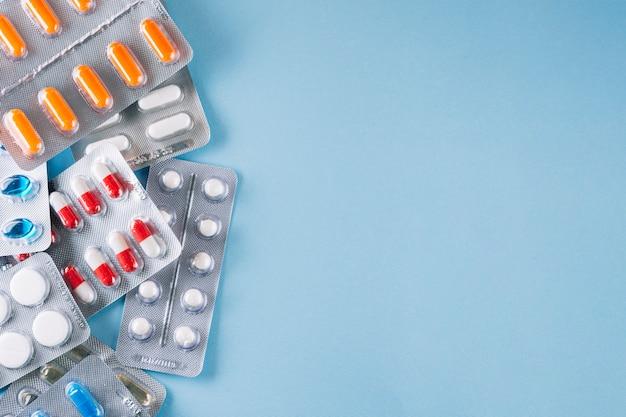 Diverse pillole nel pacchetto Foto Premium