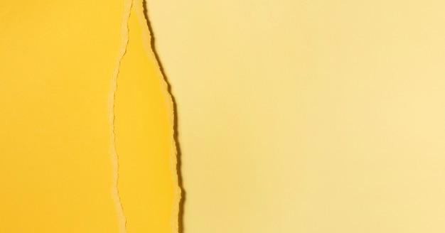 Diverse tonalità di carta gialla strappata Foto Premium