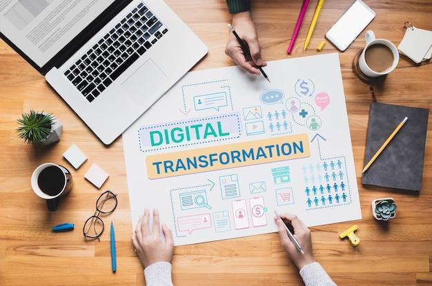 Trasformazione digitale o concetti di business online con persone che lavorano Foto Premium
