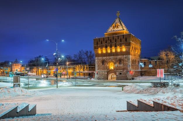 Torre dmitrievskaya del cremlino di nizhny novgorod Foto Premium