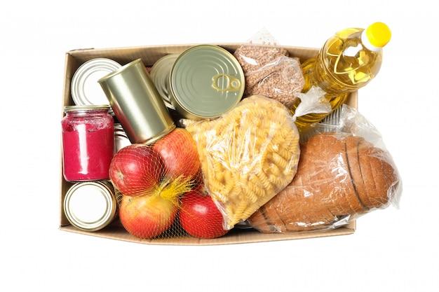 Scatola di donazione isolata su spazio bianco. scatola di carta con cibo Foto Premium